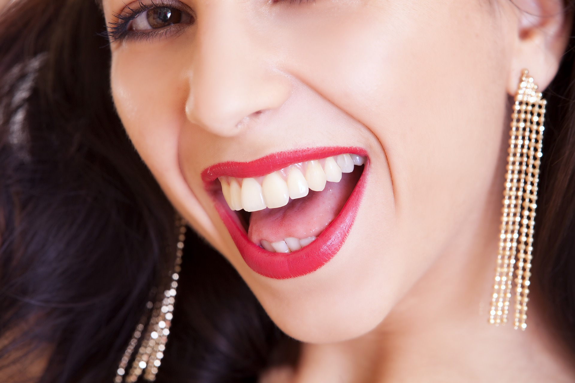 The Dangers of Teeth Whitening
